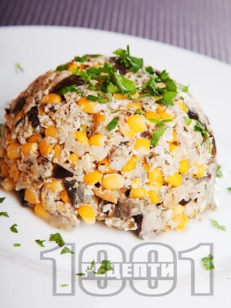 Бъркани яйца с патладжани и царевица - снимка на рецептата